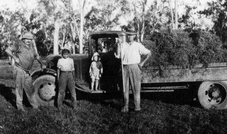 Bill, Dad, Ernie, Viv at Mundubbera.