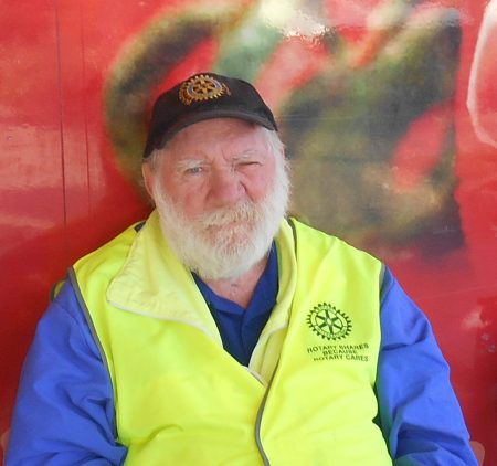 Beaudesert's serial pest throws comments after Woolworths and Aldi customers who refuse to cave-in to his incessant money demands.